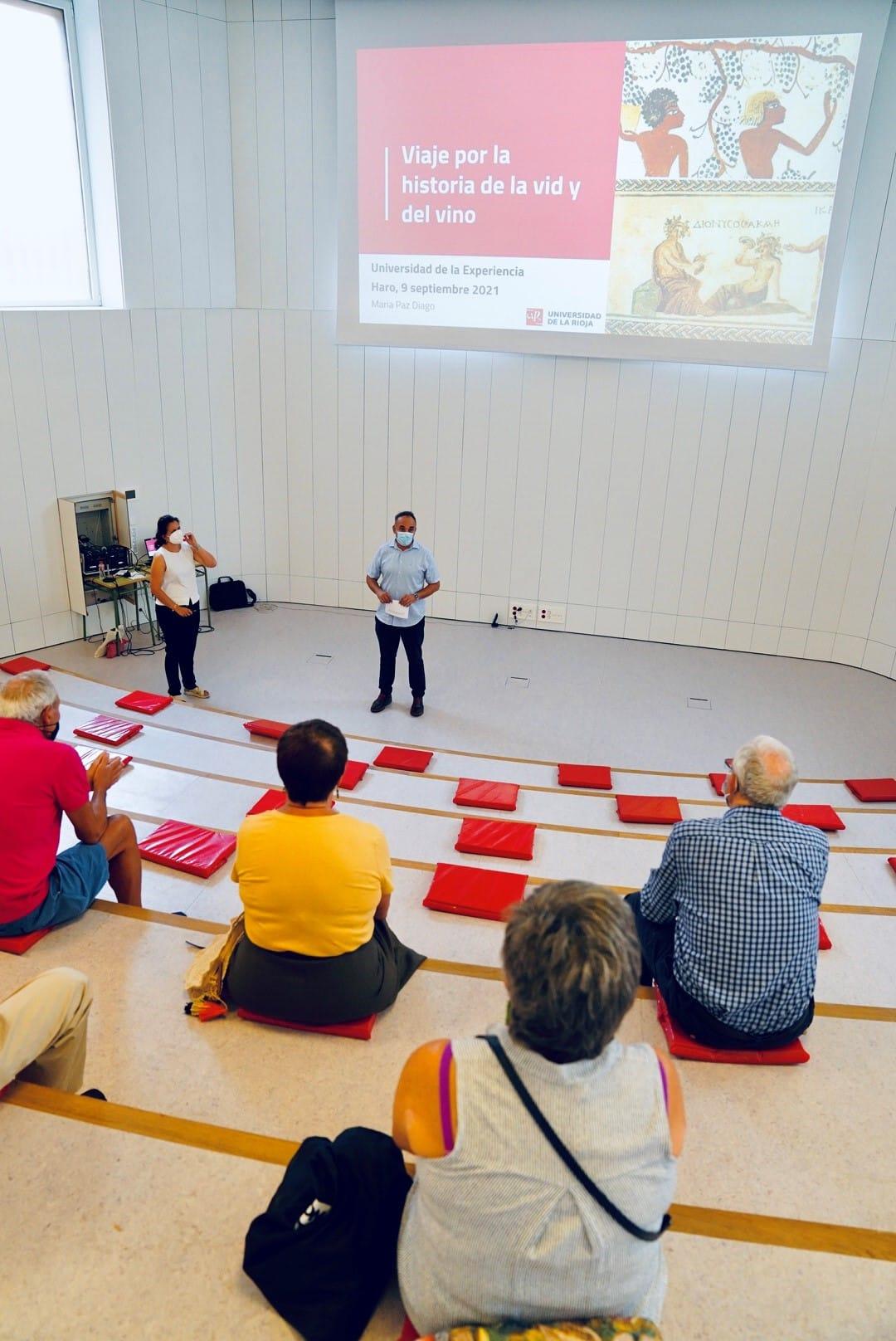 El María Díaz acoge una conferencia sobre la historia de la vid y el vino 2