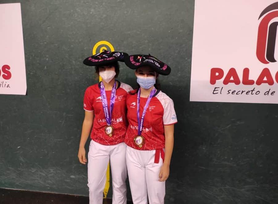 Ana Belmonte y Leire Galeano, campeonas de pelota 'goxua' del Torneo San Mateo de pelota femenina 9