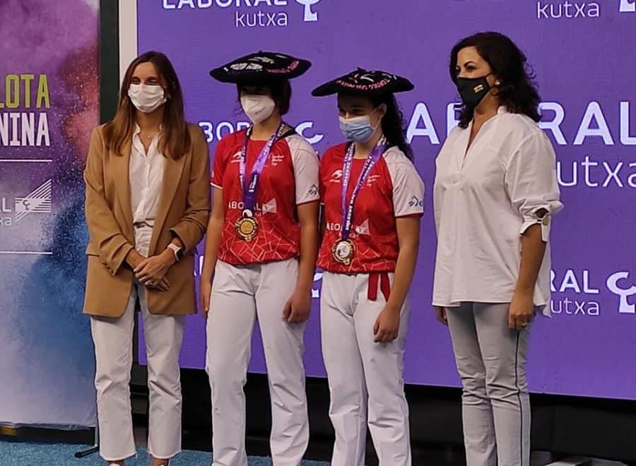 Ana Belmonte y Leire Galeano, campeonas de pelota 'goxua' del Torneo San Mateo de pelota femenina 8