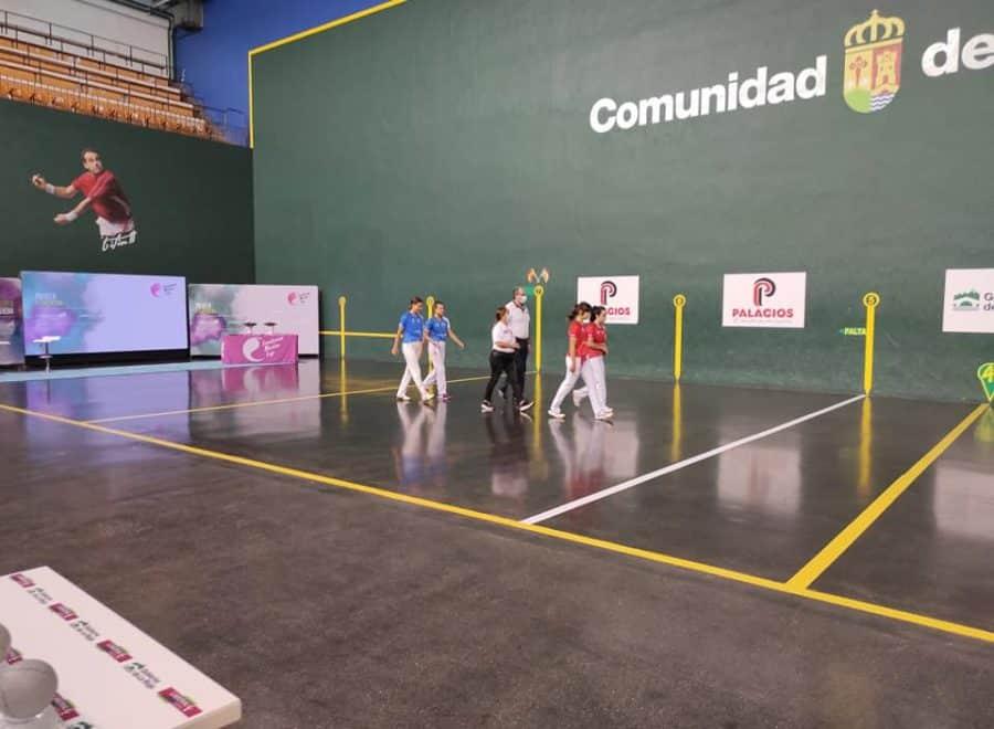 Ana Belmonte y Leire Galeano, campeonas de pelota 'goxua' del Torneo San Mateo de pelota femenina 5