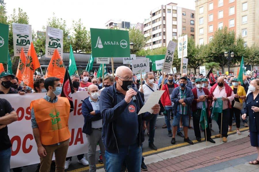"""Cerca de 1.000 viticultores exigen en Logroño """"precios dignos"""" para la uva 4"""