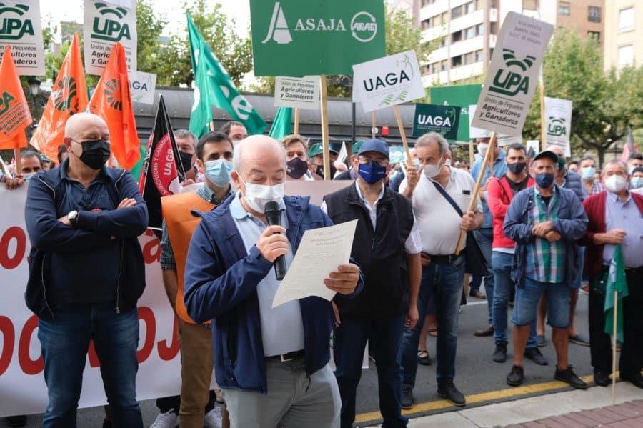 """Cerca de 1.000 viticultores exigen en Logroño """"precios dignos"""" para la uva 3"""