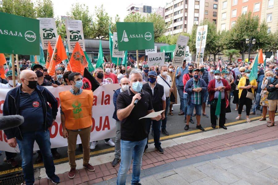 """Cerca de 1.000 viticultores exigen en Logroño """"precios dignos"""" para la uva 2"""
