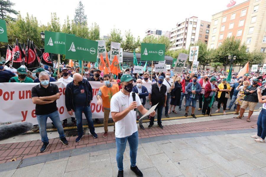 """Cerca de 1.000 viticultores exigen en Logroño """"precios dignos"""" para la uva 1"""