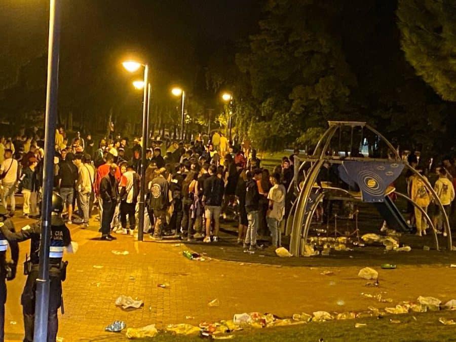Desalojan un botellón con más de 1.000 personas en Logroño 1