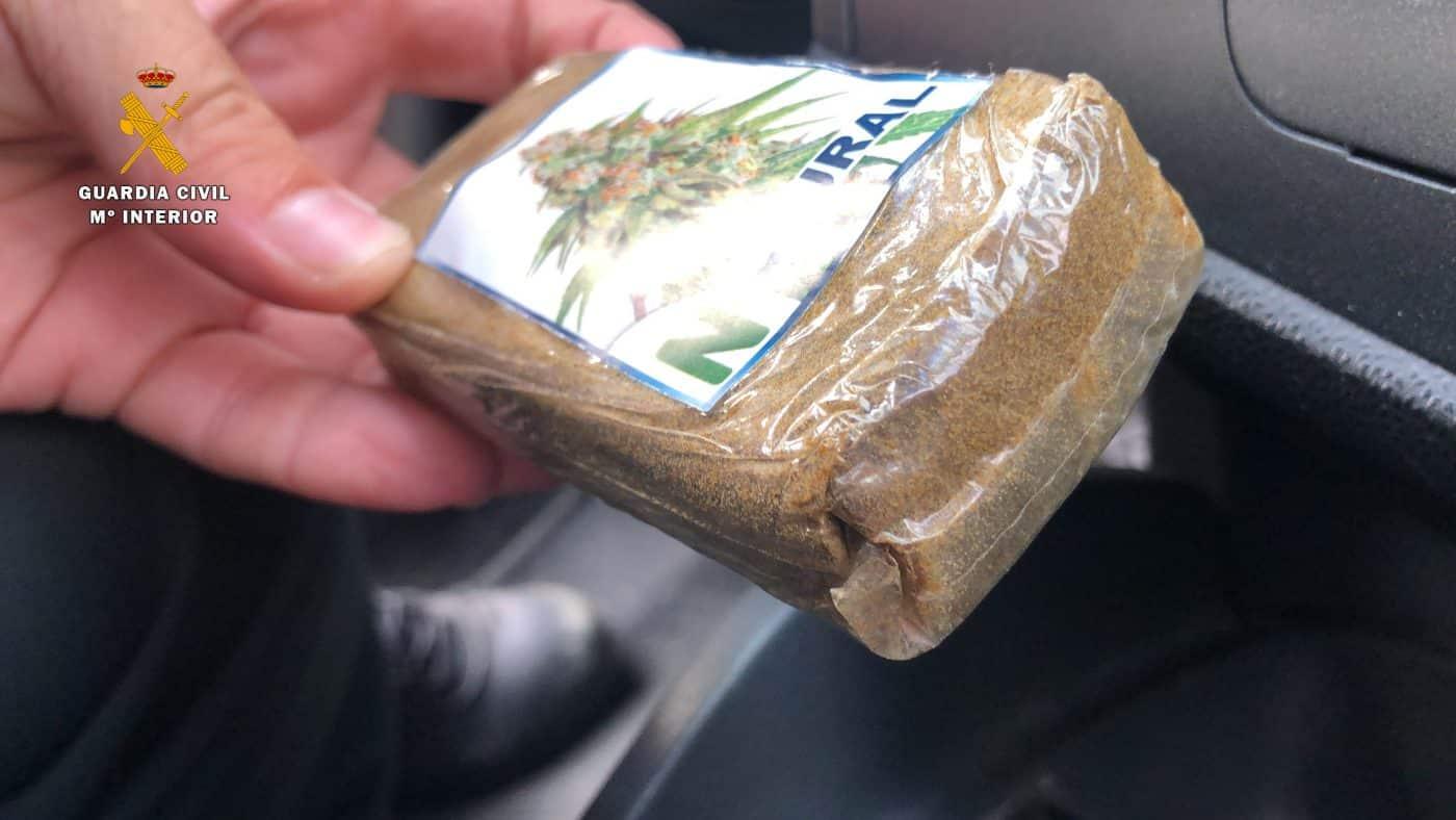 Detienen a un hombre en Lardero con 100 gramos de polen de hachís ocultos en su vehículo 2