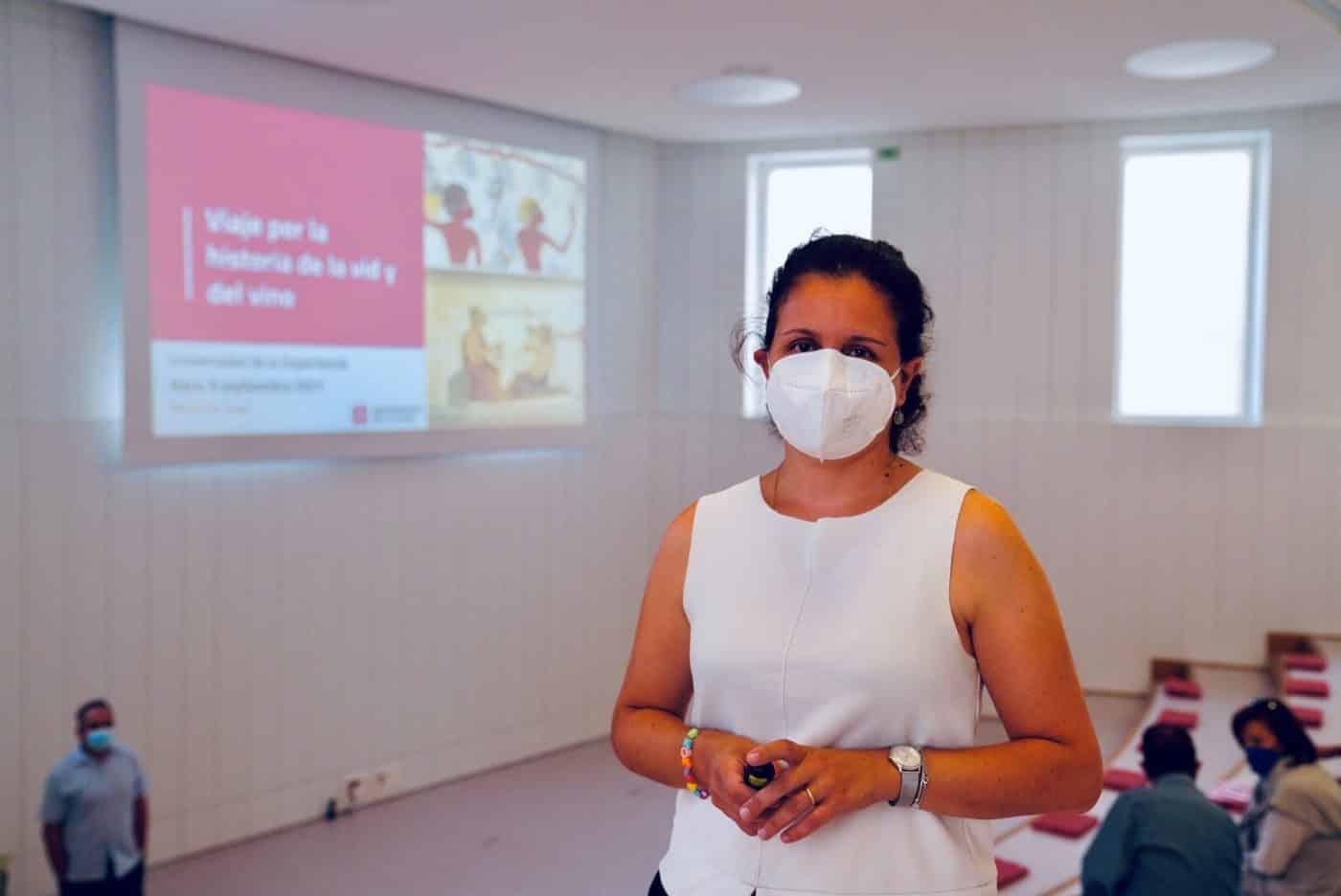 El María Díaz acoge una conferencia sobre la historia de la vid y el vino 1