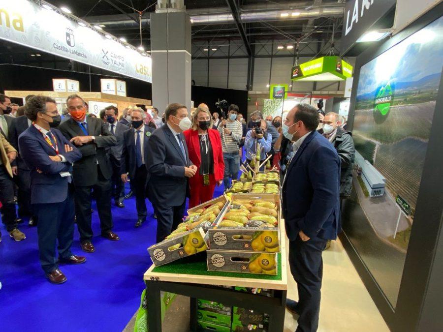 El ministro Planas visita el estand de La Rioja en la feria 'Fruit Attraction' 1