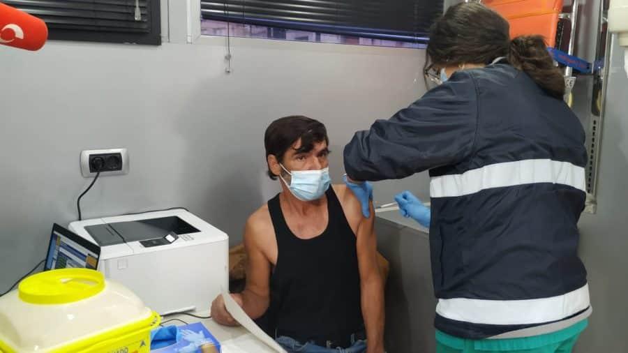 El punto de vacunación itinerante inicia su misión en Cenicero 4