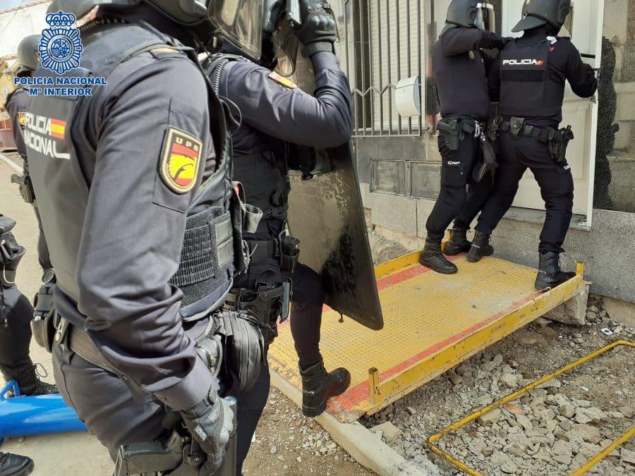 La Policía detiene a cuatro personas tras desmantelar una plantación de marihuana en Logroño 3