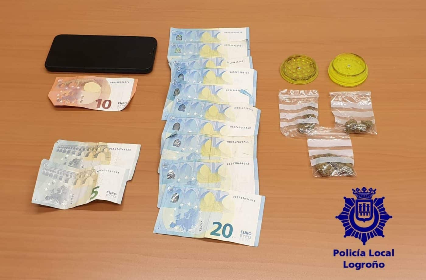 La Policía Local de Logroño retira una víbora en la calle Chile 1
