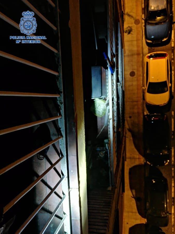 La Policía salva a un ladrón cuando intentaba robar en una vivienda en Logroño y escapar por la terraza 2