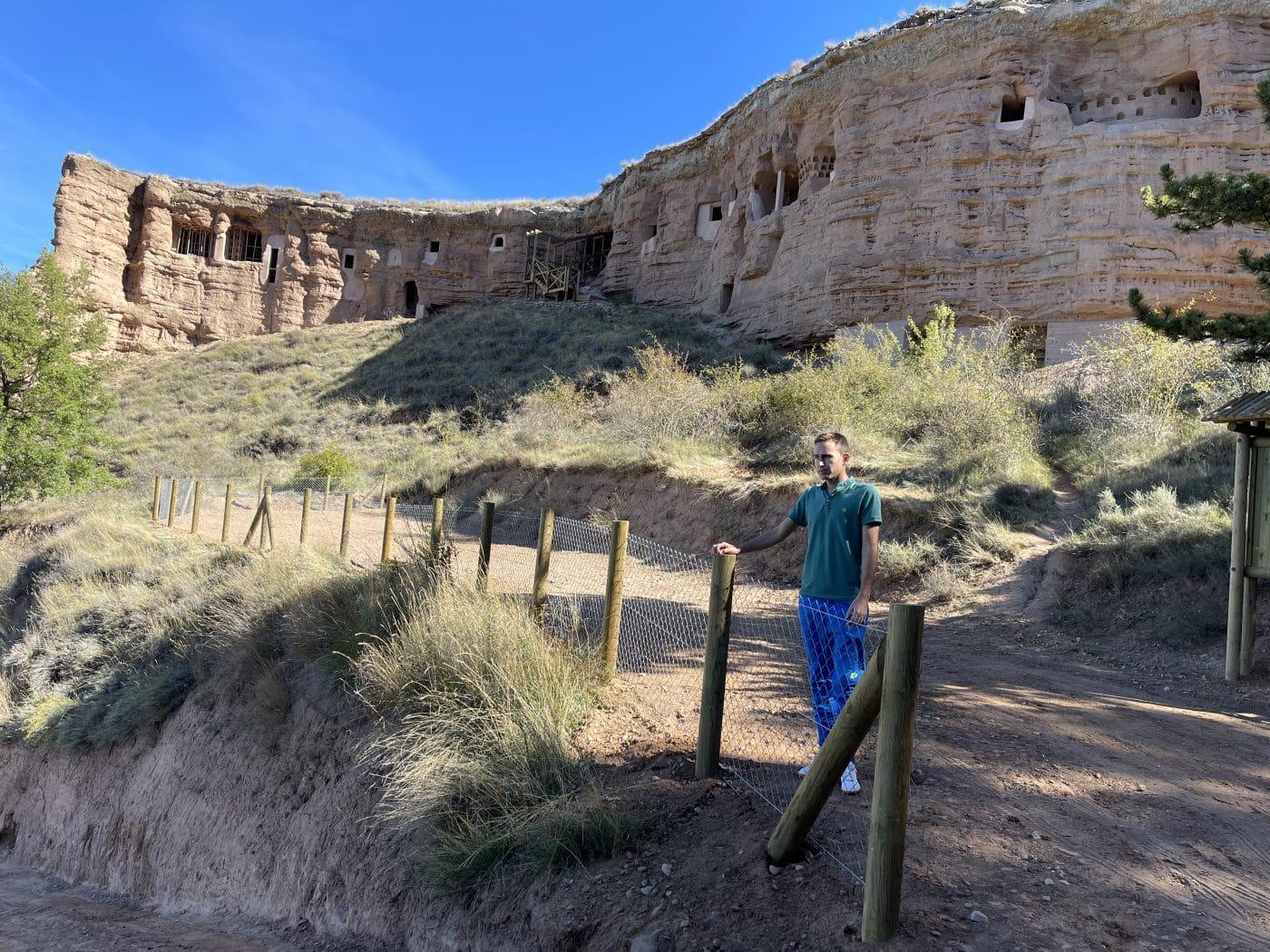 Nalda pone a punto su conjunto de cuevas de Los Palomares 1